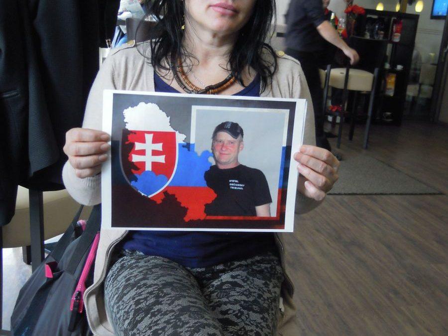 29. 1. 2015 – Právnik a sestra J. Klányiho na ceste do väznice v LEOPOLDOVE