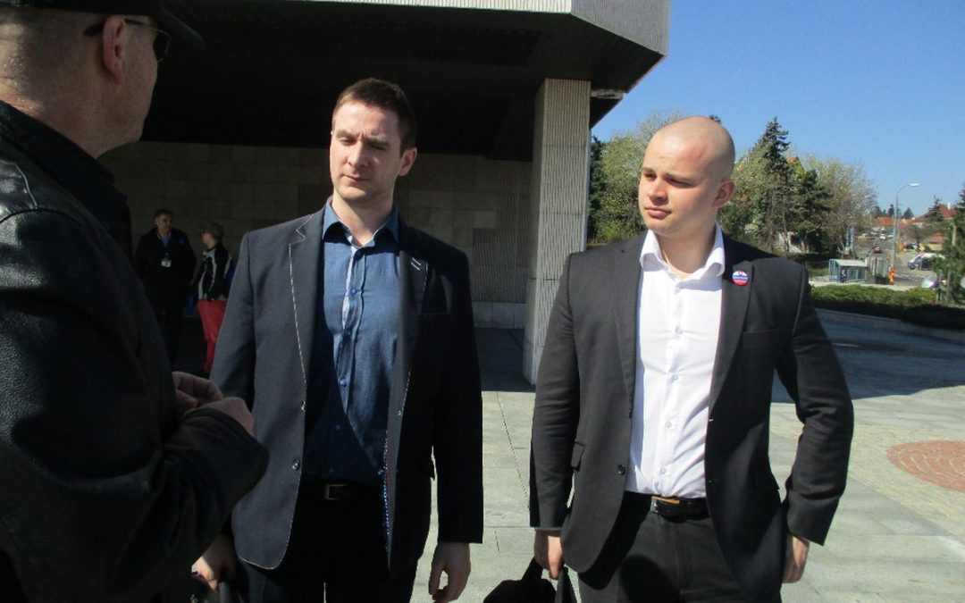 28. 3. 2017 – OT pred parlamentom s poslancami